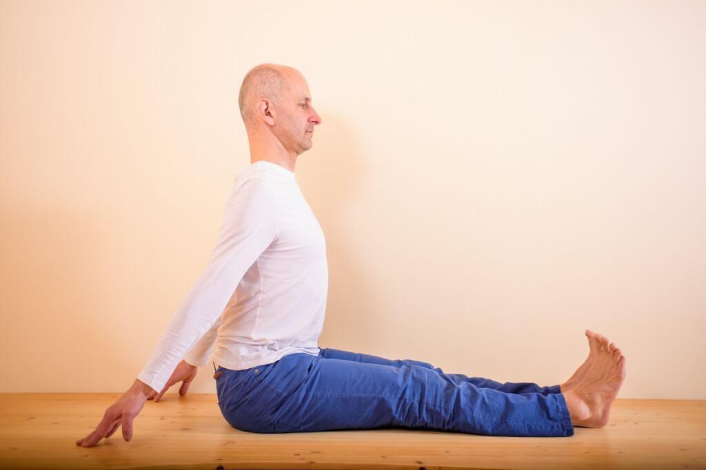 Paščimotanásana - poloha hlava - koleno v sede