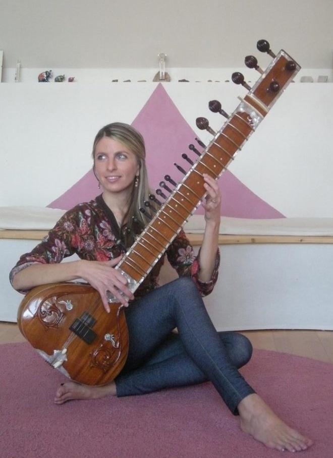 Silvia Wagnerová so sitarou