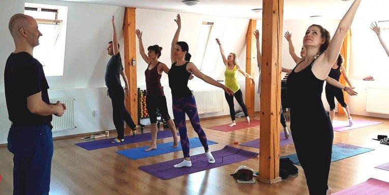 Hľadáte kurz pre lektorov jogy, ktorý je akreditovaný? Možno ho vôbec nepotrebujete